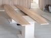 Kulissentisch mit Säulenfüßen aus Holz